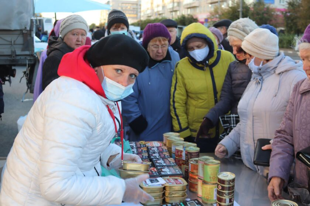 На сельскохозяйственной ярмарке жители Ульяновска скупали лук и картошку, фото-1